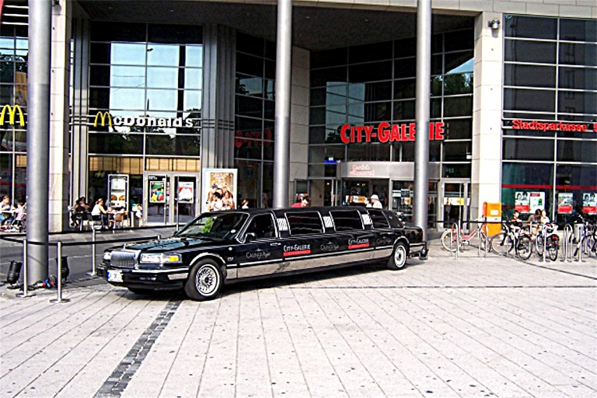 Show Stretchlimousine Lincoln Towncar City-Galerie